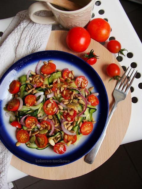 Sałatka z cukinii z pomidorkami