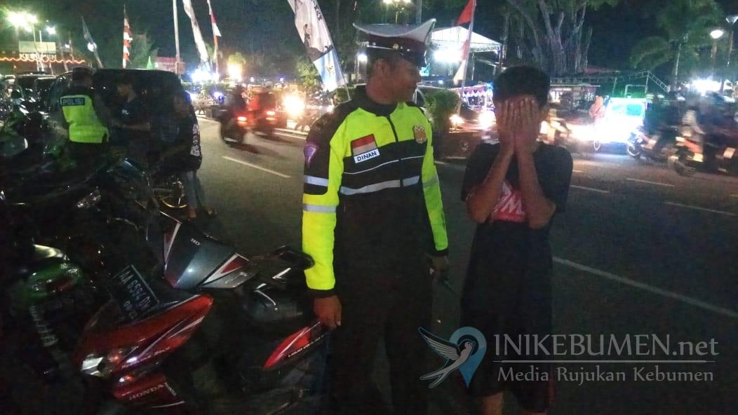 Mengendarai Motor di Jalan Raya, Bocah Pejagoan ini Dihentikan Polisi