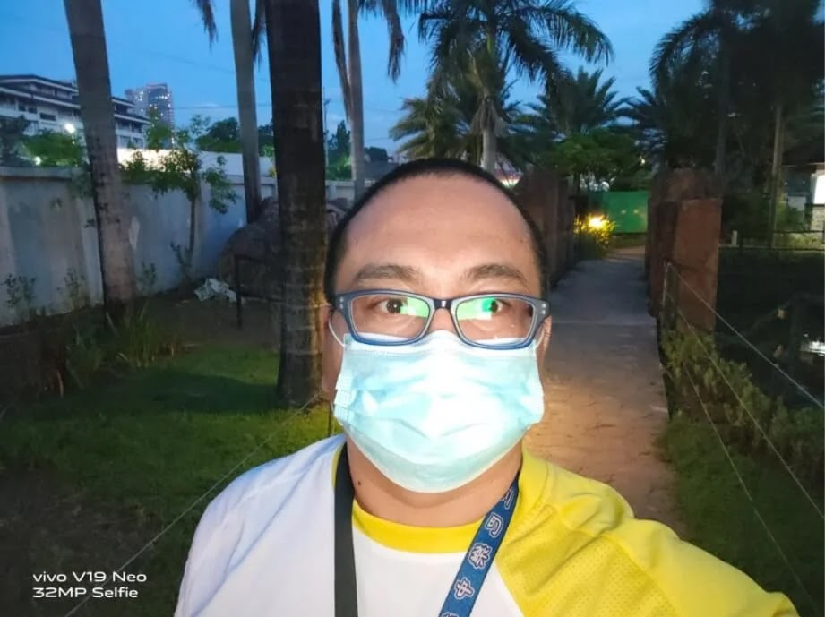 Vivo V19 Neo Camera Sample - Selfie at Dark, Normal with Screen Flash