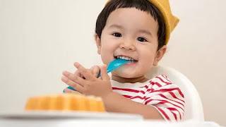 Hukum Mengunyahkan Makanan Bayi Saat Puasa