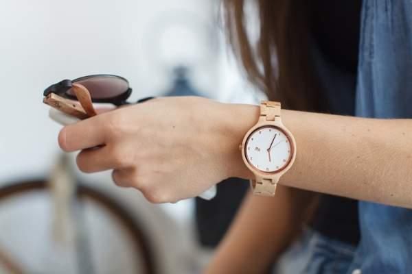Mengapa orang pakai jam tangan di tangan kiri