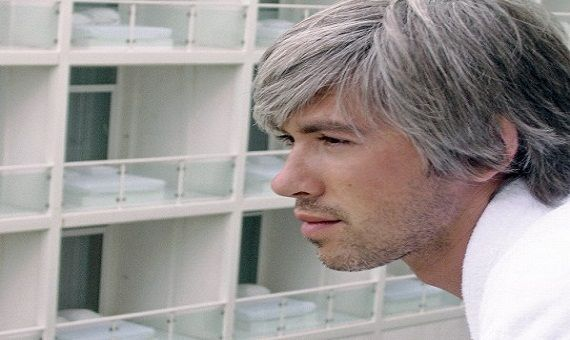 تعرف على سبب ظهور الشعر الأبيض قبل الثلاثين