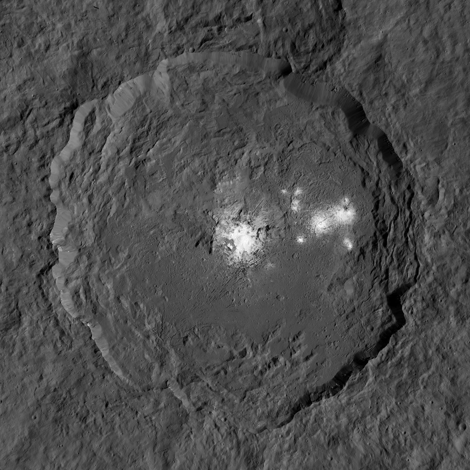 Объекты в кратере на Церере