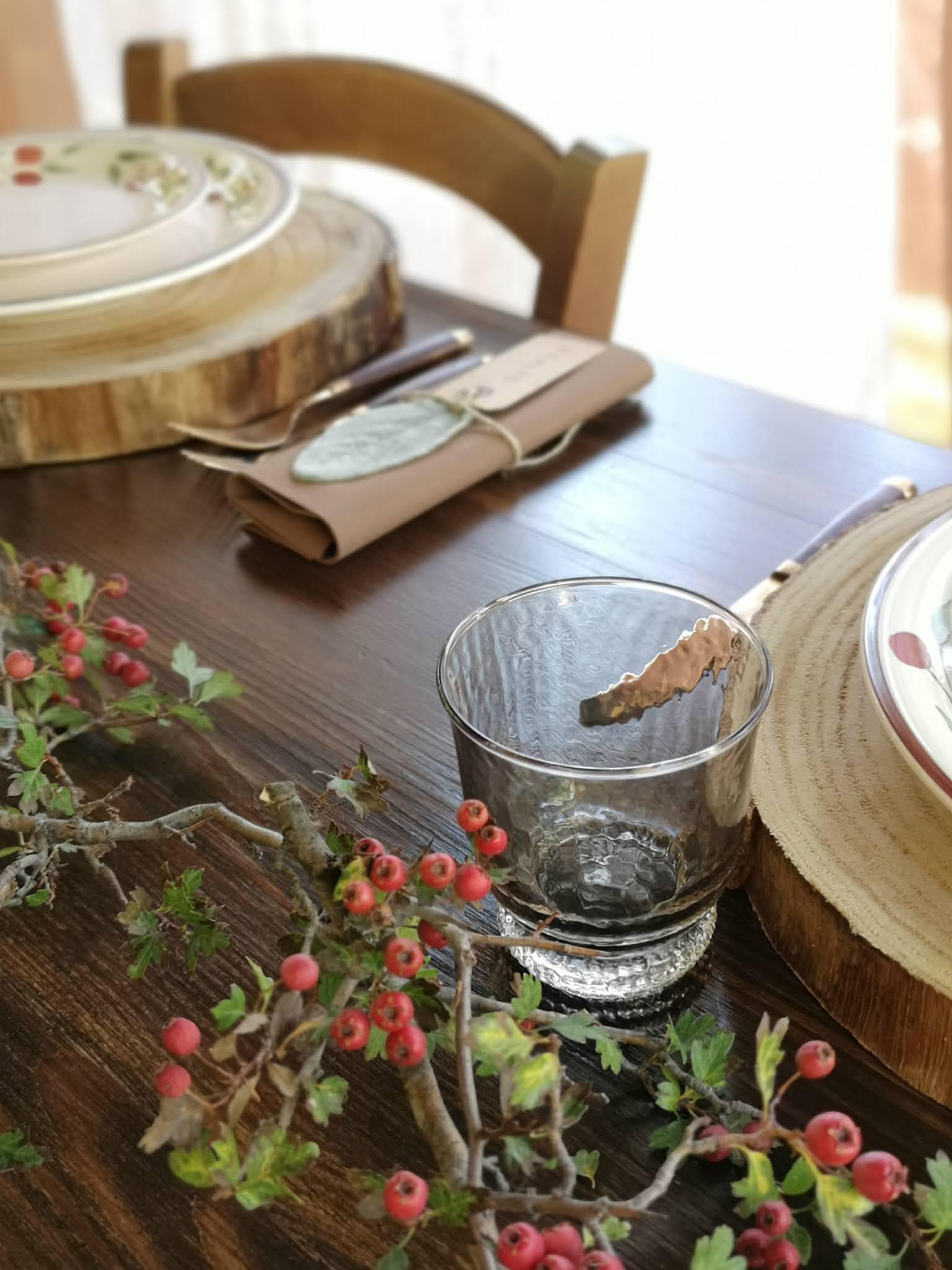 tavola rustica all'aperto