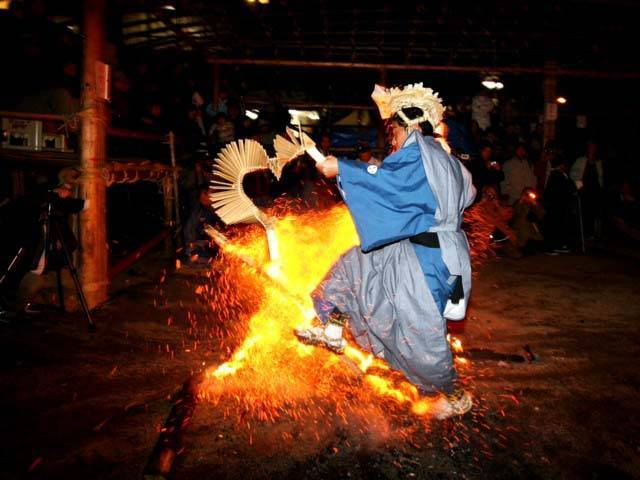 Damine Dengaku (Devil Fire Dance Festival), Shitara Town, Aichi