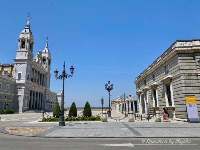 Almudena Palacio Real de Madrid マドリードの王宮とアルムデナ大聖堂