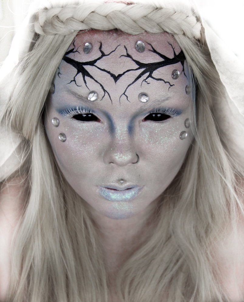 04-Evil-Ice-Queen-Carla-CrimsonnOnyxx-Face-and-Body-Painting-by-a-Chameleon-like-Artist-www-designstack-co
