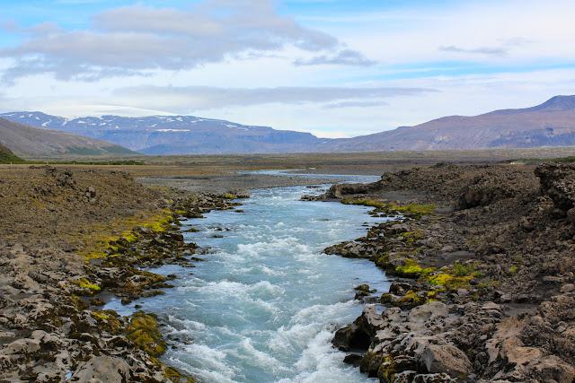 Río por el oeste de Islandia