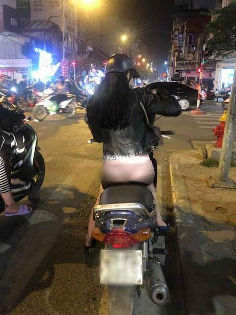 Mặc quần mỏng như tờ giấy để lộ nguyên vòng 3 rồi vi vu khắp phố Hà Nội
