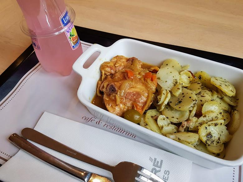 榮軍院內的午餐
