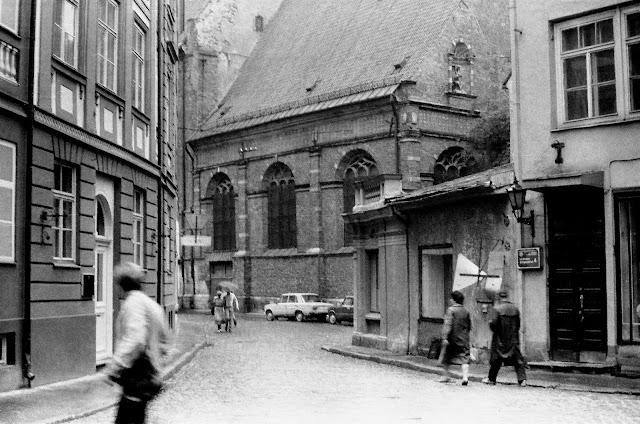 1987 год. Рига. В Старом городе возле Домского собора
