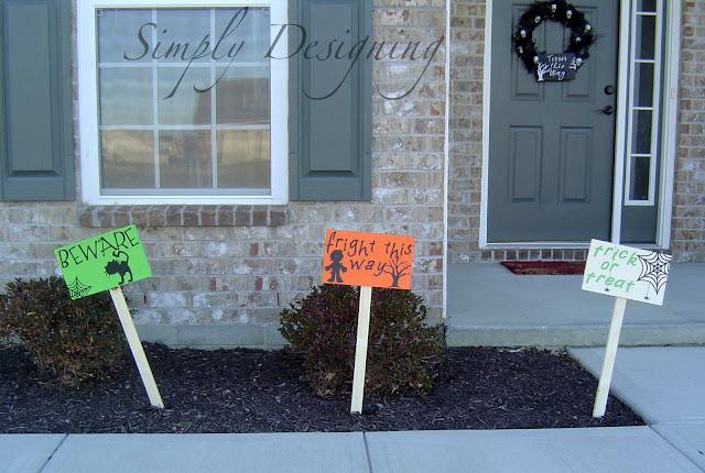 Knock-Off Pottery Barn Halloween Yard Signs #knockoff #halloween #holidays #DIY