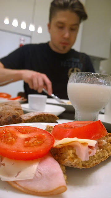 Saippuakuplia olohuoneessa. blogi, kuva Hanna Poikkilehto, brunssi, teeleipä, leivonta,