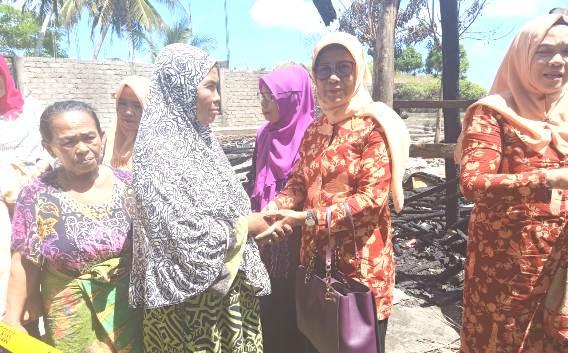 Pengurus DWP Selayar, Bantu Korban Kebakaran Di Tile-Tile