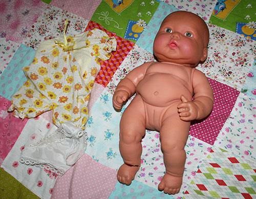 преображение куклы, как починить оторванную ногу кукле