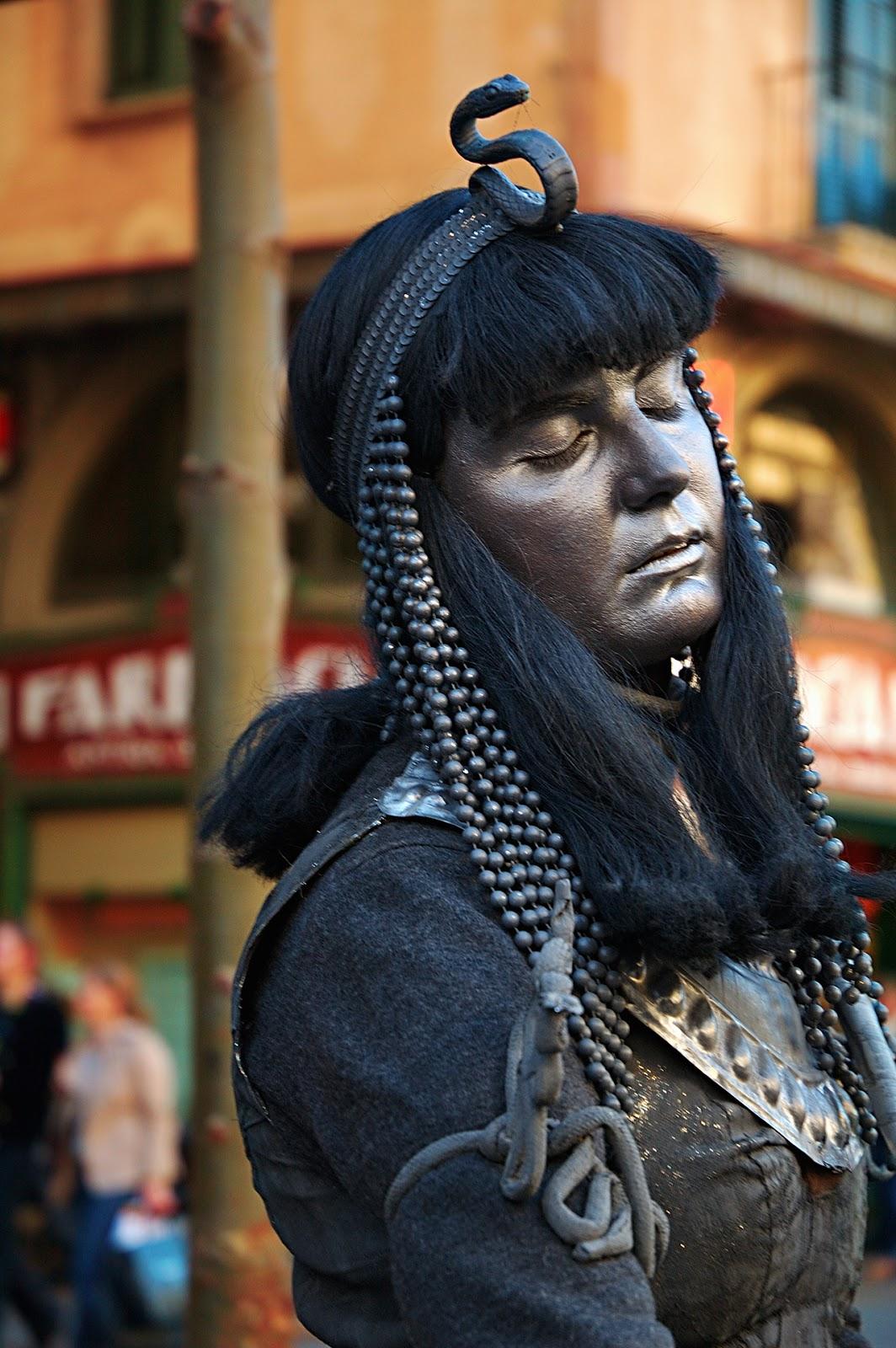 Human Statues at La Rambla: Hypnotic Cleopatra