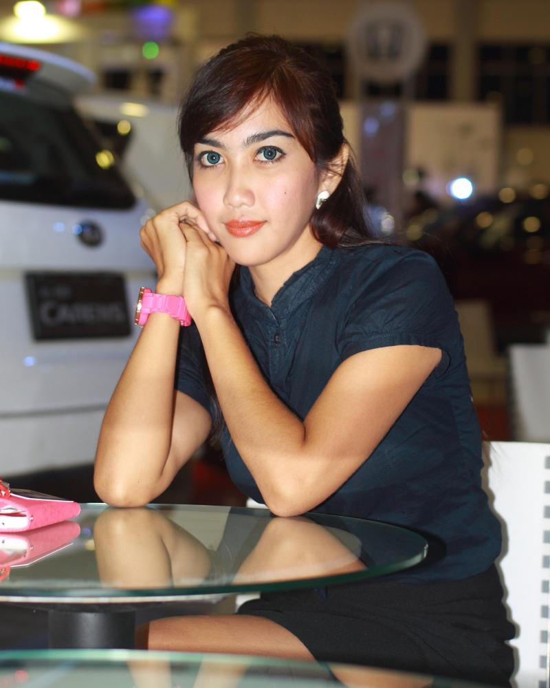 SPG cantik dan seksi Makassar mata indah dan manis cute