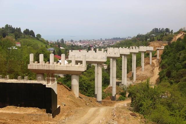 Вид на Батуми со строящейся объездной дороги