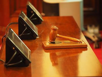 بداية,محاكمة,شتراخه,بتهمة,الاتجار,بالقوانين