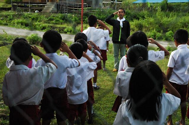 upacara bendera di hari pendidikan nasional