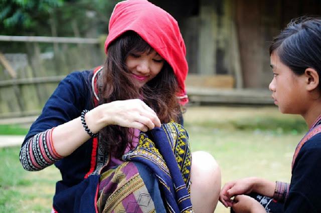 Vietnamese Ethnic Traditional Female Costumes 7