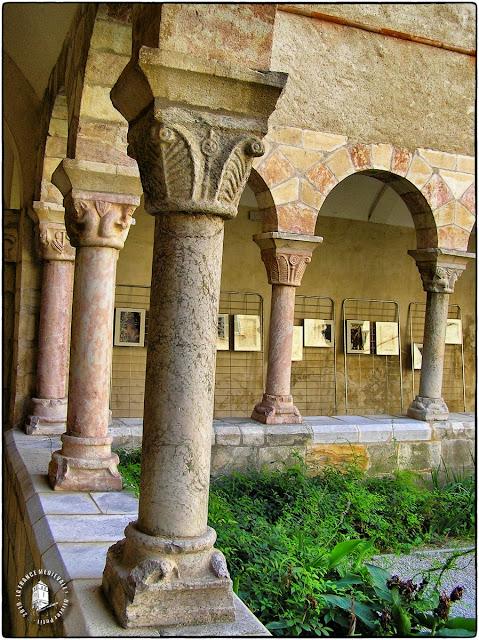 SAINT-GENIS-DES-FONTAINES (66) - Cloître roman de l'ancienne abbatiale