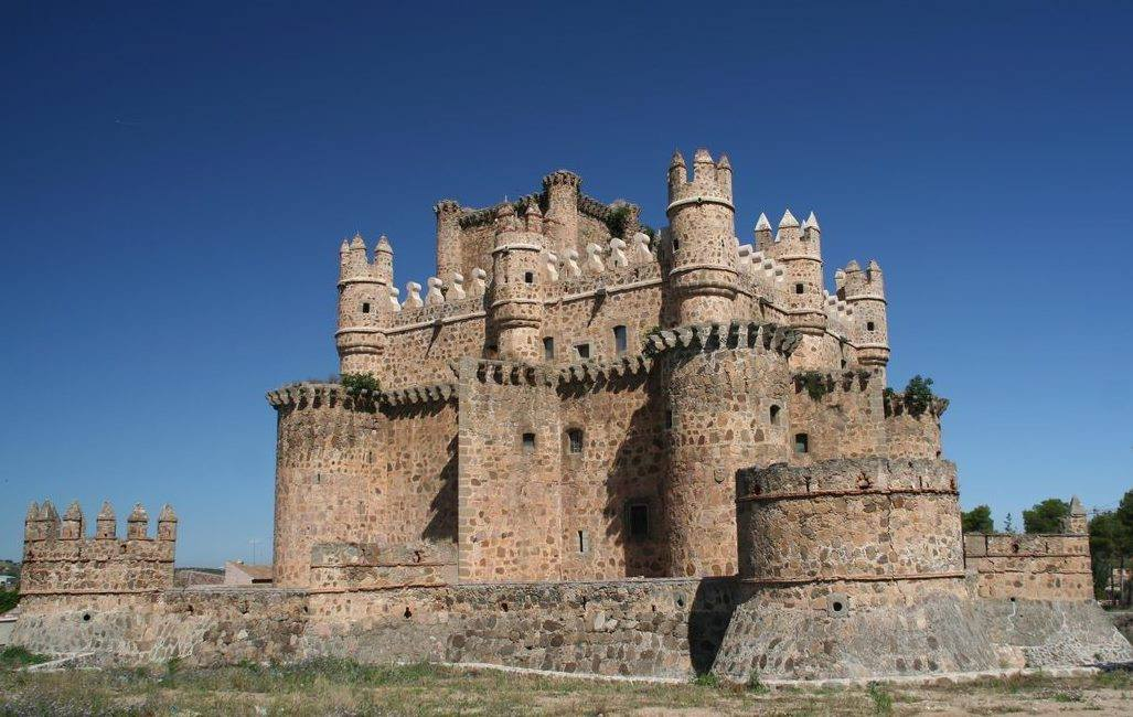 Los viajes de bevi la bellota viajera castillo de for Arquitectura militar