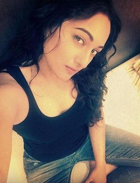 Sonakshi Sinha Shares Lovely Pics on Instagram