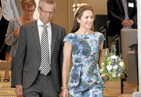 Crown Princess Mary Style SIGNE BEGELUND JENSEN Dress and CARLEND COPENHAGEN Vanessa Bag