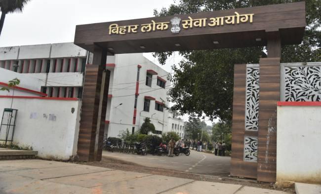 बिहार सेवा आयोग परीक्षा का फिर से मूल्यांकन करे
