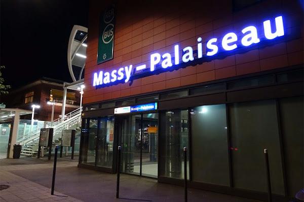 Massy (91) : Une jeune femme poignardée dans le dos en pleine rue «gratuitement», l'auteur en fuite