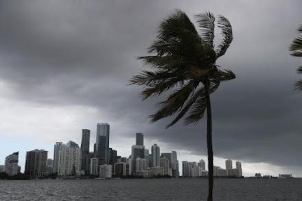 Ο τυφώνας Ησαΐας έφθασε στη Β. Καρολίνα