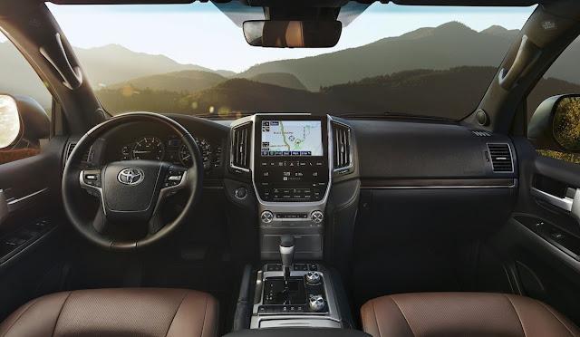 2016 Toyota Land Cruiser interior