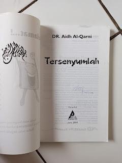 Tersenyumlah Penulis Dr. Aidh Al-Qarni