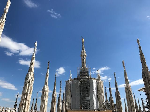 イタリア・ミラノのドゥオーモの屋上に到着 マリア様がお出迎え