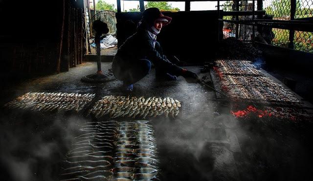 Thơm ngon cá nướng ở làng nghề nổi tiếng Nghệ An - 1