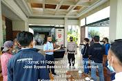Polres Lombok Tengah Kawal PMI Yang Tiba Di Bandara LIA Hingga Ke Tempat Karantina