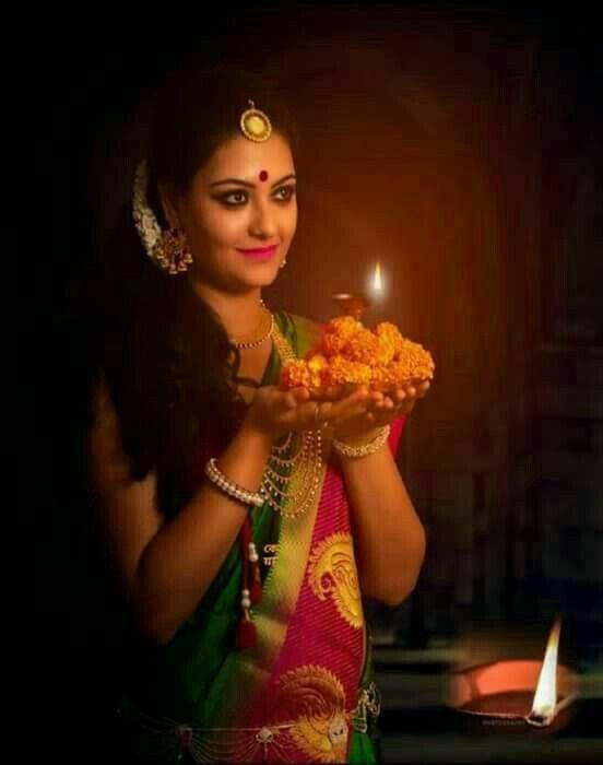 diwali pose for girl in saree