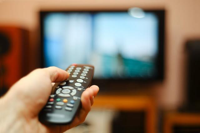 Assistir televisão pode aumentar os riscos do desenvolvimento de trombose.