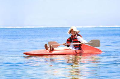 Bermain cano di Pantai Sanur