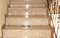Mermer döşeli bir merdivende limonluk bölümlerinin gösterimi
