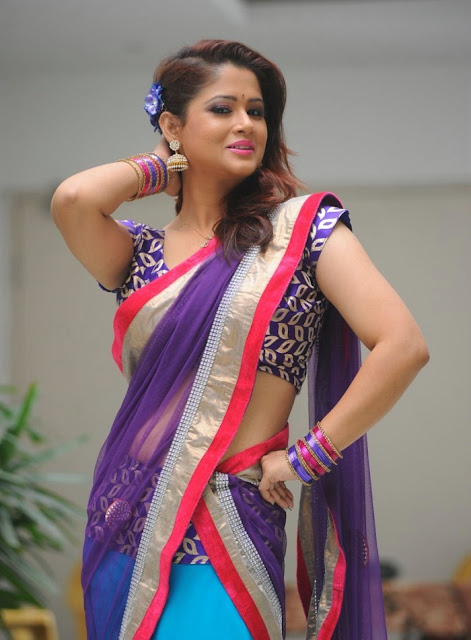 telugu_tv_anchor_shilpa_chakravarthy_photo_shoot_stills-www.chennaifans.blogspot.in+(11)