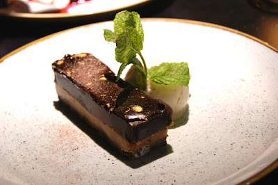 Salted Caramel Billionaires Bar which was chocolate chip cookie base, salted caramel and a dark chocolate ganache served with vanilla ice cream.