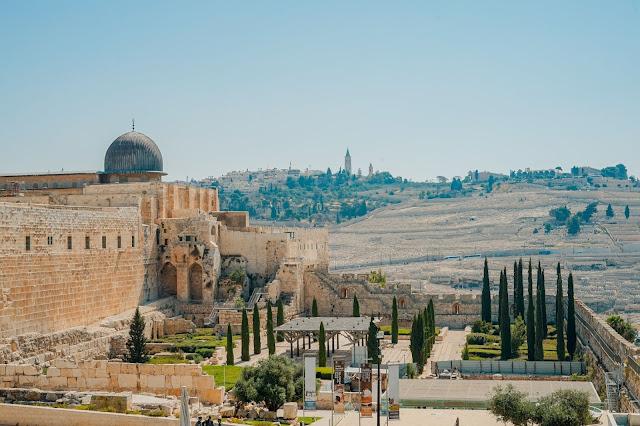 Jerusalem - Photo by Toa Heftiba on Unsplash