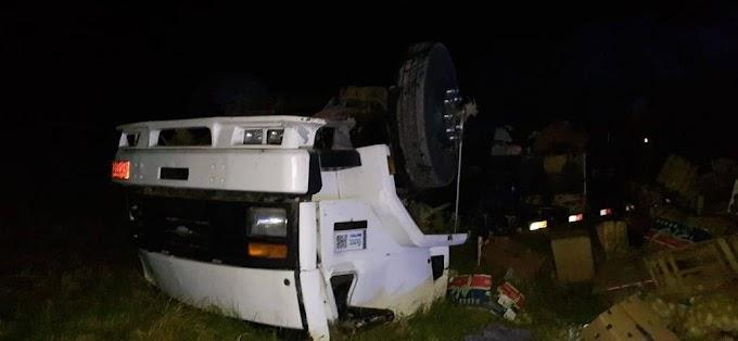 Acidente entre caminhão e carro, na BR 153, deixa uma vítima fatal