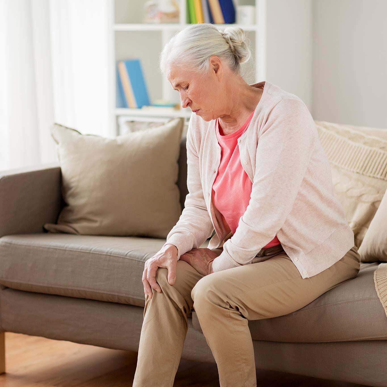 Nguyên nhân đau nhức xương khớp ở người cao tuổi