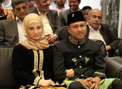 Douha Muawiyah Kharrazi & Munawar Juanan Raden