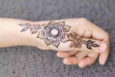 Simple Mehndi Designs starting from thmb