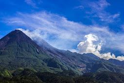 Hanik Humaida Ungkap Gunung Merapi Berstatus Siaga, Lava Pijar Kian Jelas