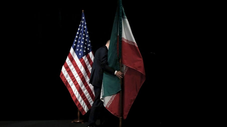 إيران تؤكد علي تخفيض التزاماتها النووية شرط رفع العقوبات التي وقعها ترامب